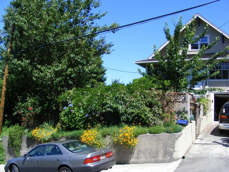 Front of house on Franklin Ave. - Craftsman -  30 days minimum - September 1-30 - Astoria - rentals