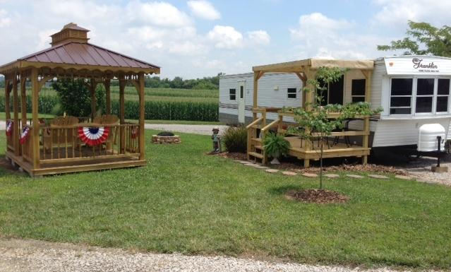 Large outside area - Park Model with gazebo and great outdoor space. - Cave City - rentals