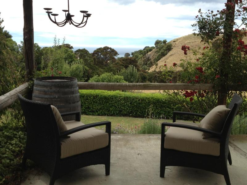 Veranda - Sawtooth Run Cottage.....Country hideaway cottage with views of the sea and surrounding hills - Kekerengu - rentals