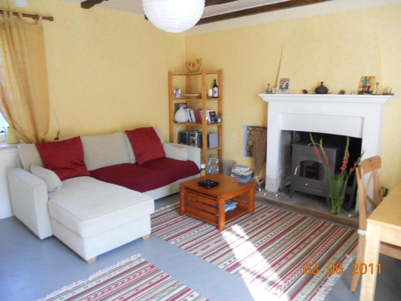 Cosy well equiped living room with log burning stove - Breton Village Cottage - Plenee-Jugon - rentals
