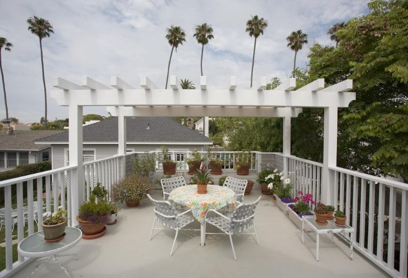 Private deck is ideal for outside dining. - WALK TO BEAUTIFUL LA JOLLA BEACHES & VILLAGE - La Jolla - rentals