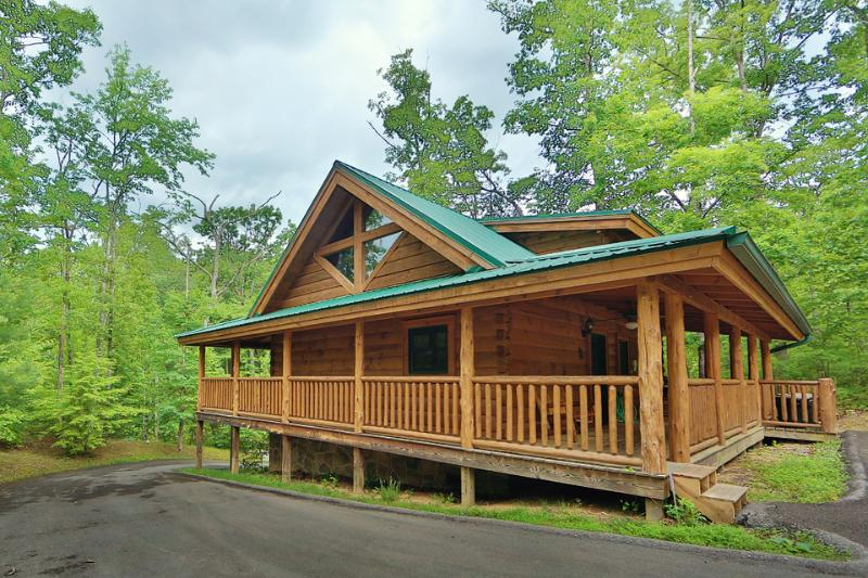 Cabin - The Hideaway a one bedroom cabin in Smoky Cove Resort - Sevierville - rentals