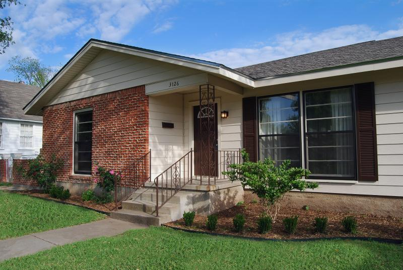 Exterior Front View - Comfortable Home,  15 Minutes From Baylor - Waco - rentals