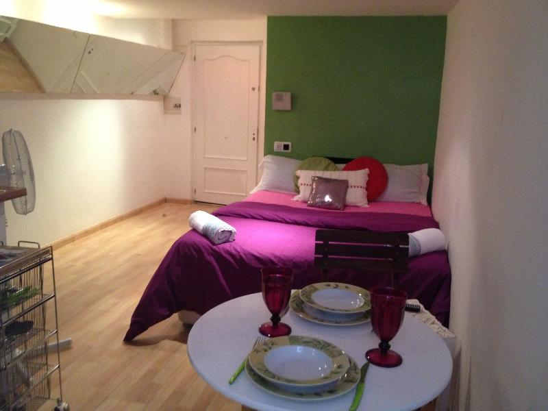 Chic little studio 1-2people/wifi - Image 1 - Barcelona - rentals