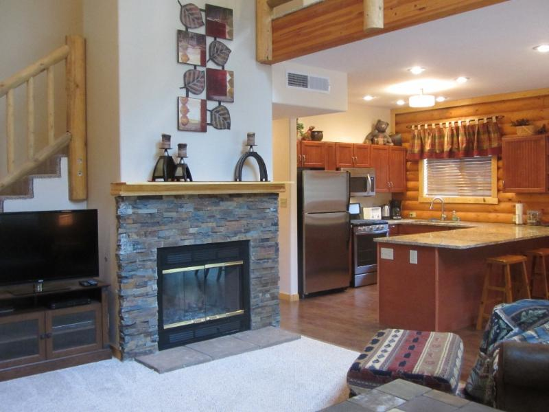 CUddel up by the fire - Skyhaven Escape - New luxury cabin near the village - Cloudcroft - rentals