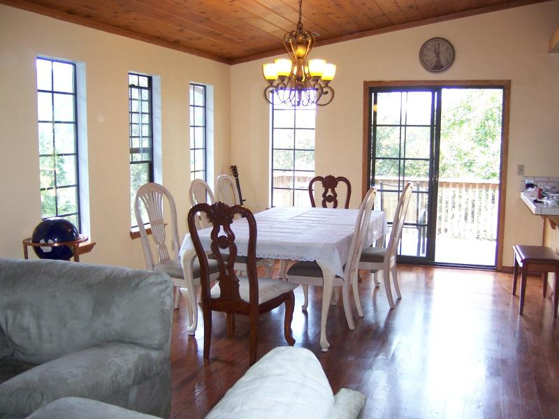 Charming 5 bed 3 bath house, view, close to lake - Image 1 - Crestline - rentals
