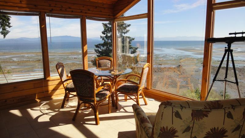 Sunroom - Beautiful Beach Front Upper level - Parksville - rentals