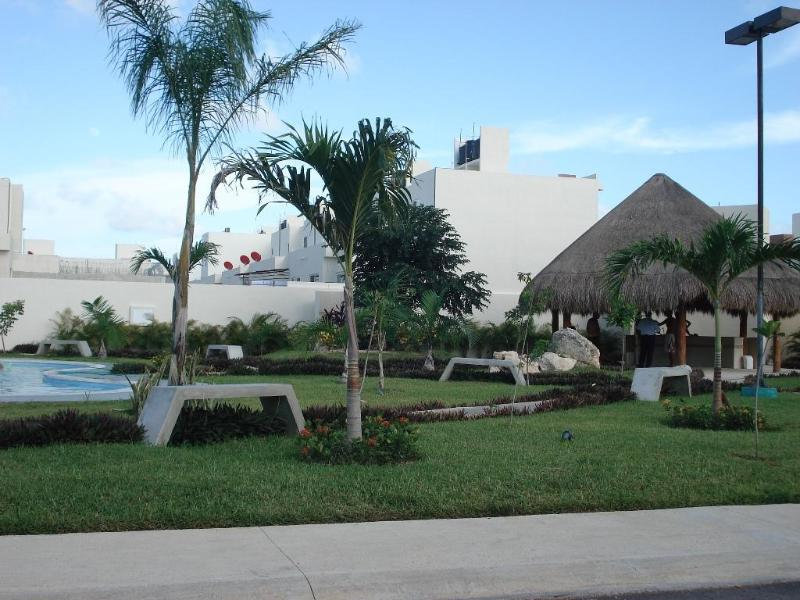Pool, 3 bedrooms and cheap - Image 1 - Cancun - rentals