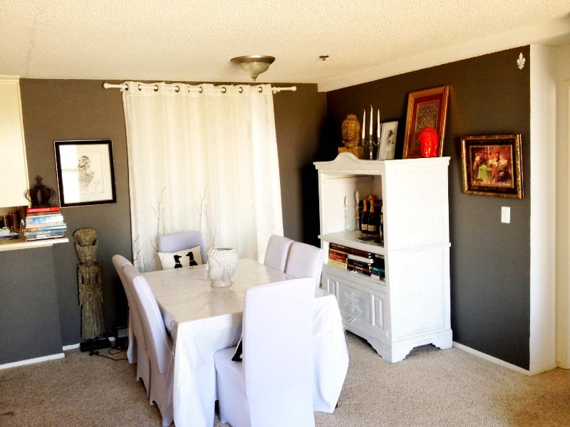 Dining table - LUXURY 1 BDRM APT IN THE HEART OF HOLLYWOOD - Los Angeles - rentals
