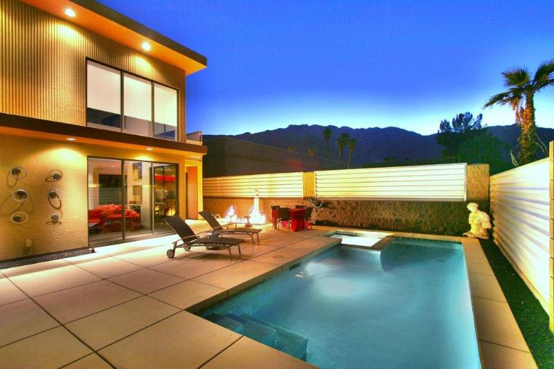 Private Heated Pool and Spa with Conversation Firepit and Stunning Mountain Views - Palm Springs Modern Luxury - Palm Springs - rentals