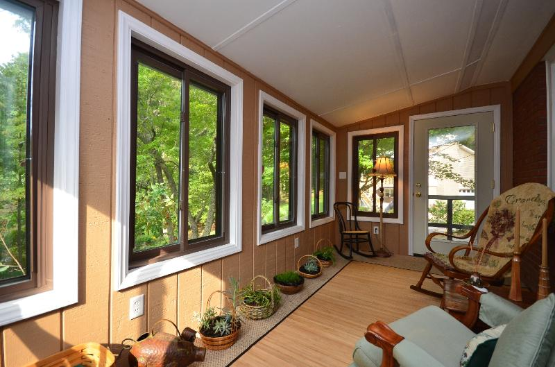 Enclosed porch with four rocking chairs and beauty of nature in view - Black Mountain - Black Mountain - rentals