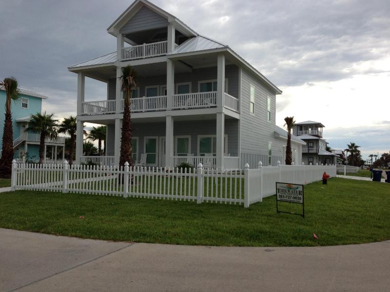 """Heavenly Days"" Ocean View/ Boardwalk Sleeps 18 - Image 1 - Port Aransas - rentals"