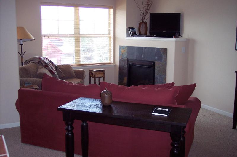 Living Room - Sunset Condo at Waterside West - Fraser - rentals
