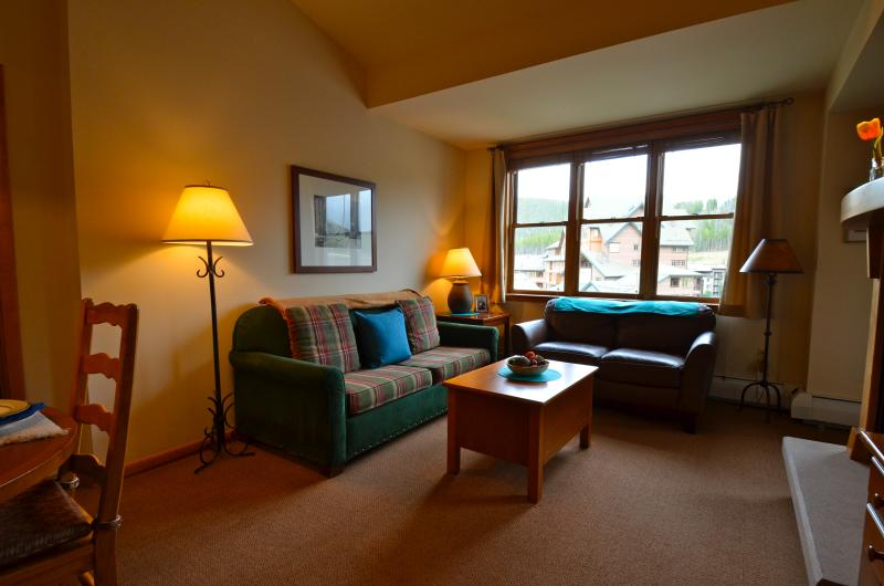 Zephyr 1602: Ultimate in convenience - Stay in a True Ski-in/Ski-out Slopeside Family Condo - Image 1 - Winter Park - rentals