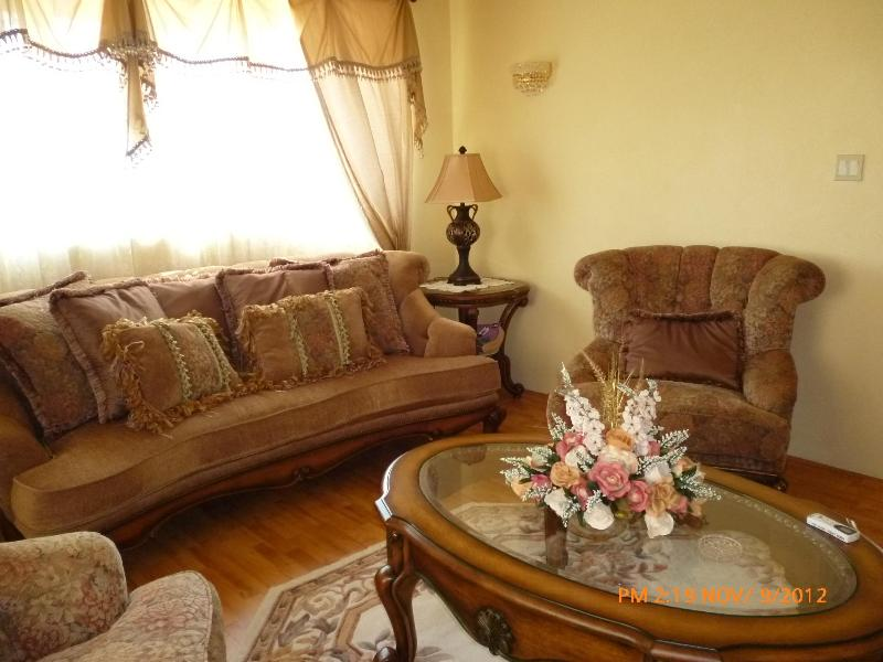 1st floor living room - GoBAJAC GUEST HOUSE _ FAMILIES & GROUPS _ 10 Guest - Christ Church - rentals