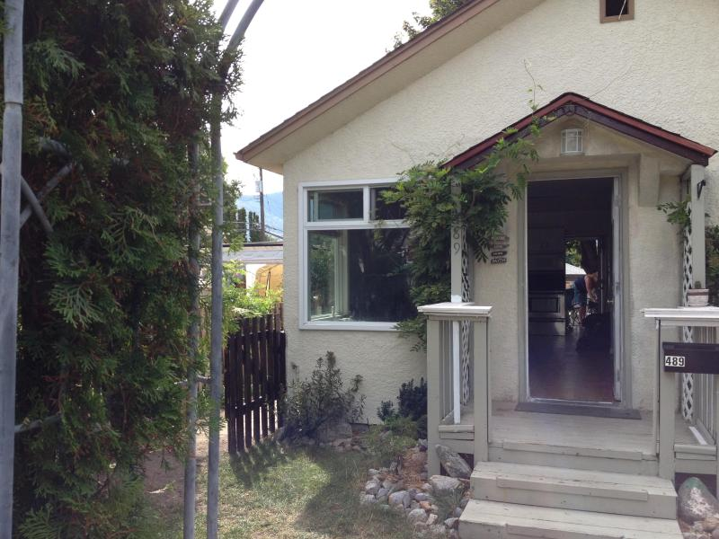 Front veiw from street - Walk to Okanagan Lake or Main St - Penticton - rentals