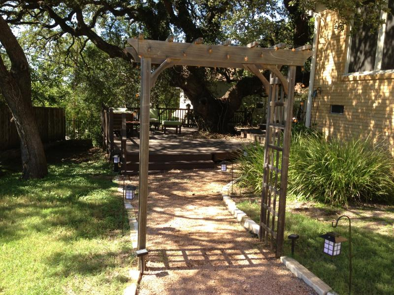 One of the entrance to Casita Travis Heights by the Majestic Oak Tree - Casita Travis Heights by the Majestic Oak Tree - Austin - rentals