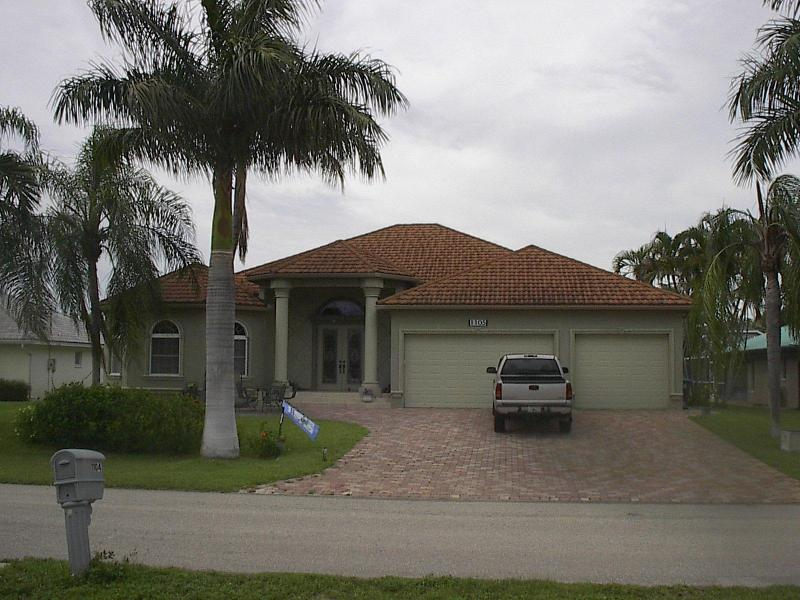 Front of Home - Spend time in paradise (rooms and common area) - Cape Coral - rentals