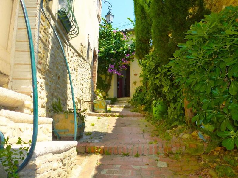 lane way to house - Quirky Village House With Sea View Terraces & WiFi - Cagnes-sur-Mer - rentals
