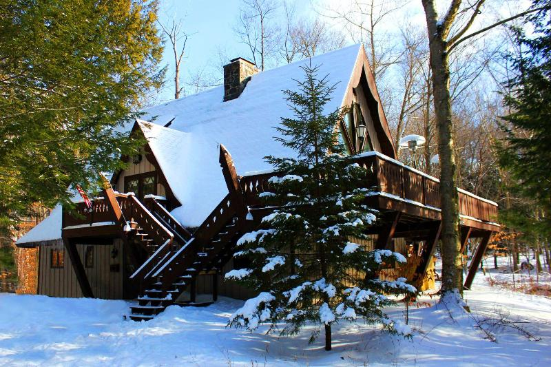 The chalet after a fresh powdering of snow - Gorgeous Ski Chalet – Close To Camelback Skiing - Pocono Pines - rentals
