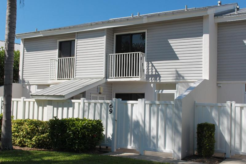 Front Private Patio Entry - Fort Myers Beach Florida Boardwalk Caper Townhouse - Fort Myers Beach - rentals
