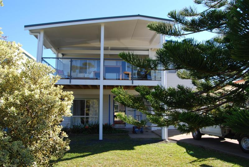 SEASCAPE BEACH HOUSE, RELAXED AND AUTHENTIC, GEARED FOR FAMILY AND FRIENDS.  - STYLISH BEACH HOUSE OPPOSITE FAMOUS WARRAIN BEACH! - Port Stephens - rentals