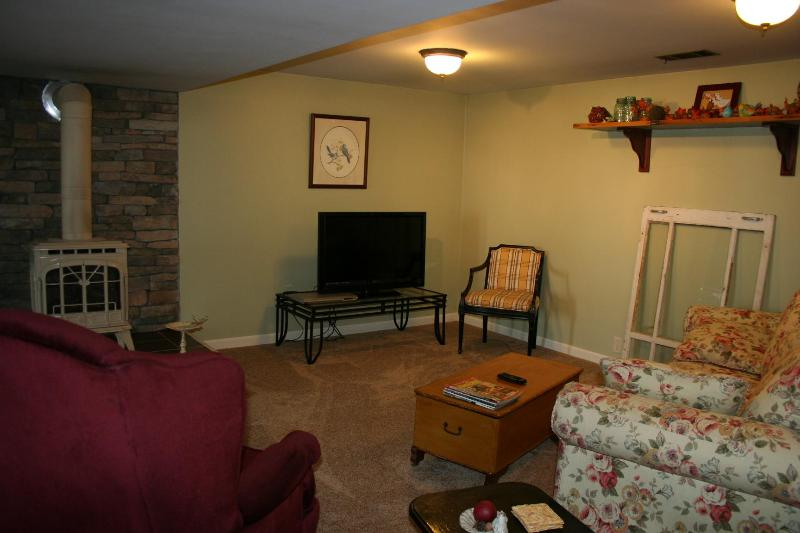 DAWN to DUSK GUEST APARTMENT!  A cozy - country get away! - Dawn to Dusk  Guest Apartment (A very cozy, comfortable, country get away!) - East Earl - rentals