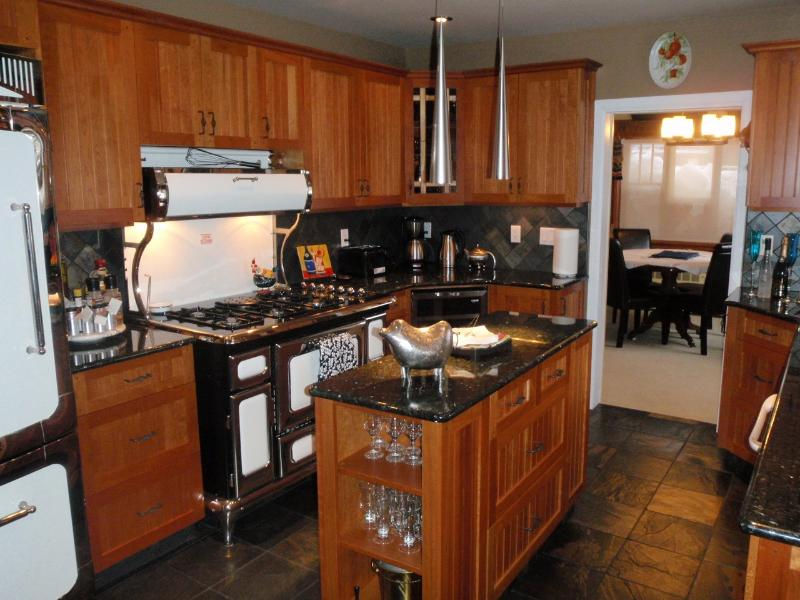 Kitchen - 2 Bedroom Revelstoke Heritage Home - Revelstoke - rentals