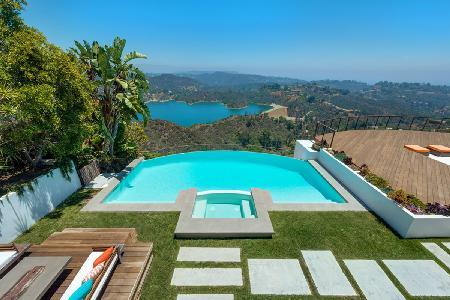 Stradella Villa - sensational views over Stone Canyon Reservoir, in the heart of Bel Air - Image 1 - Beverly Hills - rentals