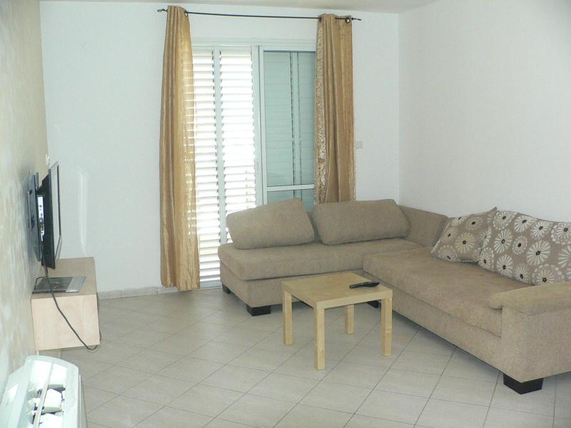 Living room - Cozy Apartment in Ashdod near a park - Ashdod - rentals