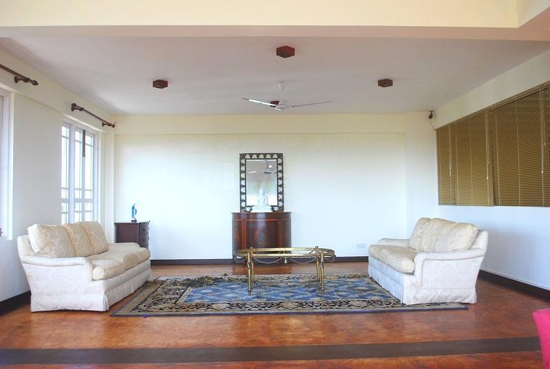 Living Room - 1 Bedroom Luxury Studio with Jacuzzi and with Ocean view in Mount Lavinia - Dambulla - rentals