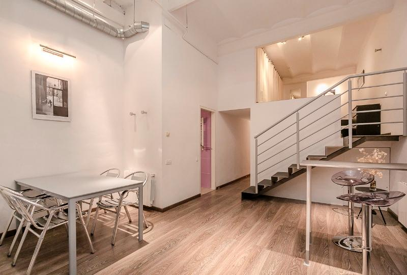 View from kitchen - Open, loft apartment for 6 in Gràcia! - Barcelona - rentals