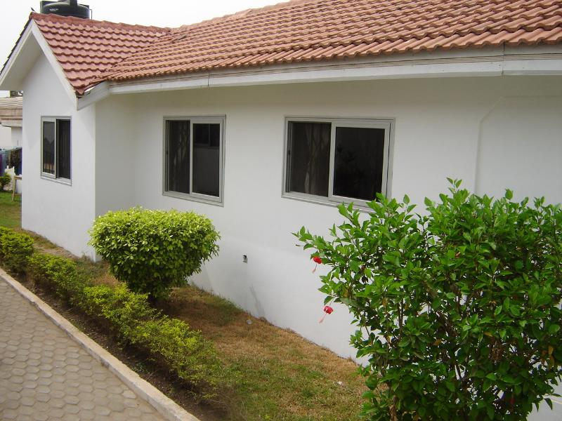 Outside view - Deluxe 1 bed Holiday villa Pool -  Accra Spintex - Accra - rentals