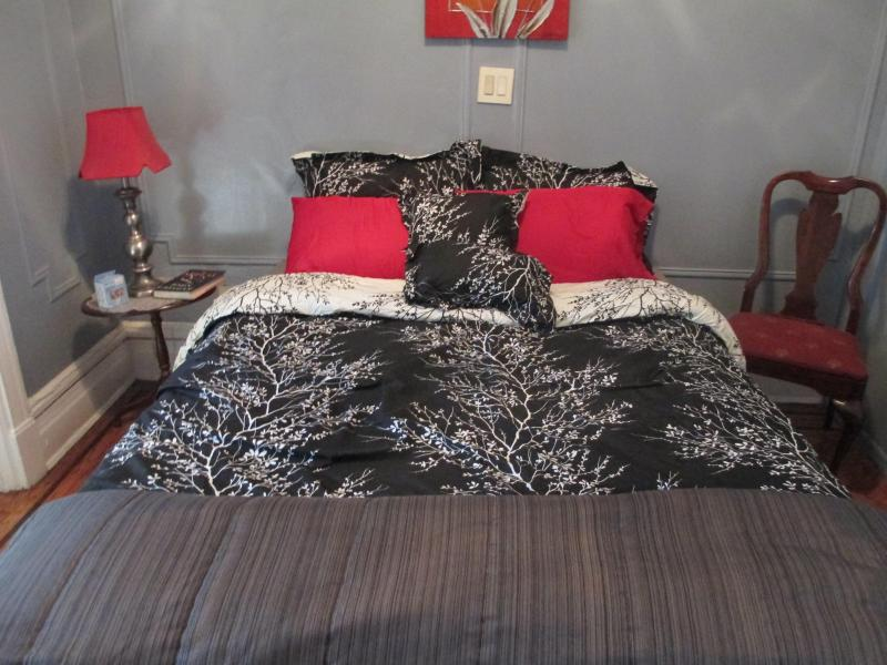 nice bed...real cozy!!! - Cozy Brownstone  studio Inn - Brooklyn - rentals