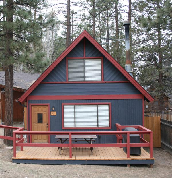 Cabin Fever - POOL TBLE, HOT TUB, FIRE PLACE, WIFI, WSHR & DRYER - Big Bear City - rentals