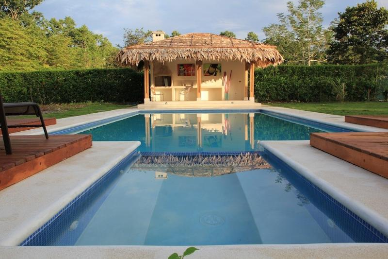 Swimming Pool and Barbecue Zone - Tropical and Modern House, Pool and Tennis Court - Cahuita - rentals