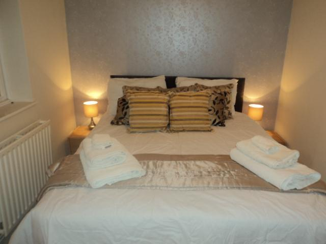 Double Bedroom set as a King Size Double - Brunswick Brighton Seafront Garden Flat - Brighton - rentals