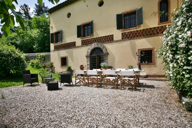 External view of Villa Viola and grounds - Charming villa with panoramic view only 5km from Lucca - Lucca - rentals