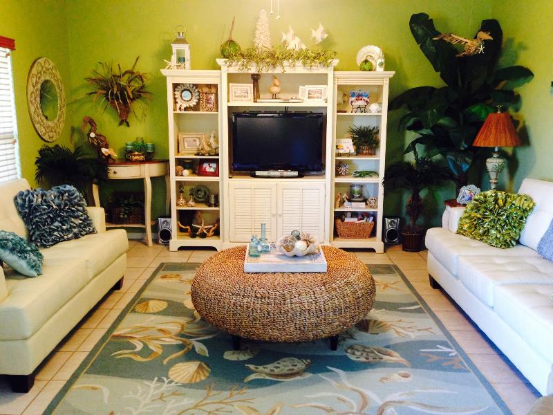 Main living area - Come for some family fun in our roomy corner unit. - Orange Beach - rentals