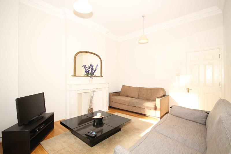 2BR - Apartment in London, South Kensington/Lexham Gardens - LG06 - Image 1 - London - rentals