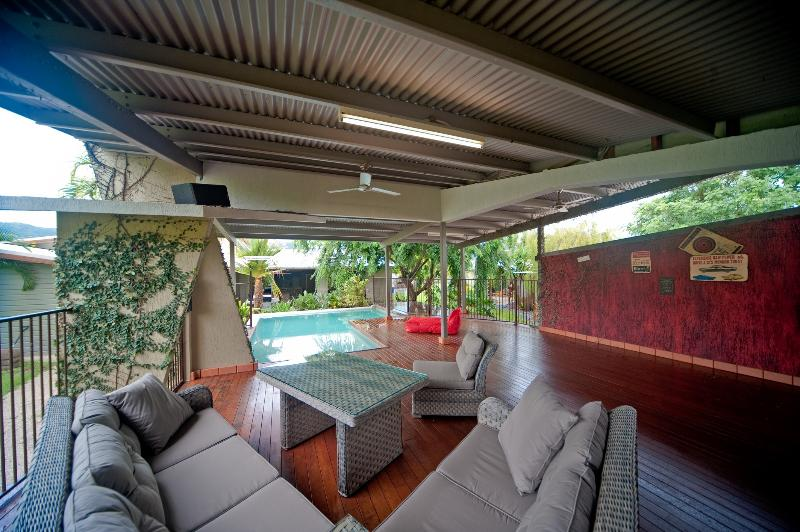 Perfect Entertainer - Galbraith Park Holiday House - Image 1 - Airlie Beach - rentals