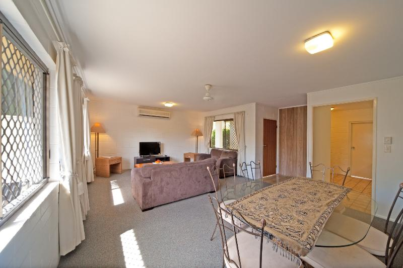 Smart Budget Accommodation Airlie Beach - Image 1 - Airlie Beach - rentals