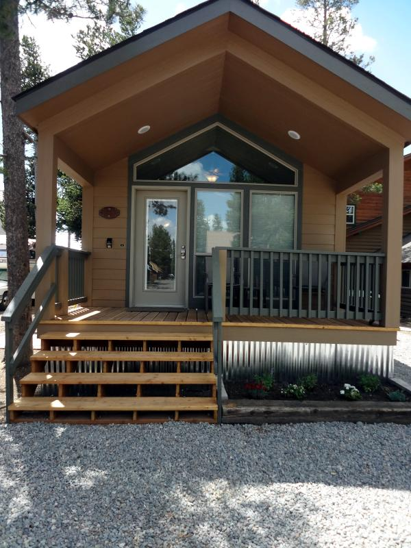 Front view - Whiskey Springs Cabins #2 - West Yellowstone - rentals