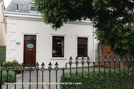 Front of House - Charming Town House Within A 15 Minutes Bus Ride To The City/Downtown - Dublin - rentals