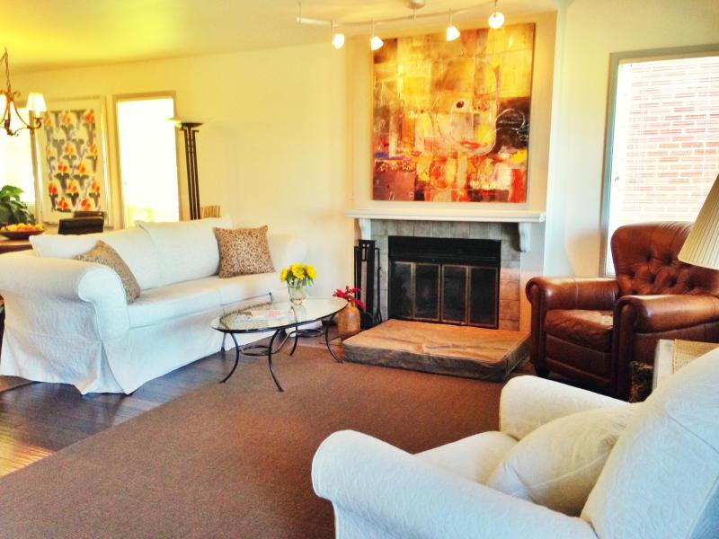 The living room which is perfect for entertaining or relaxing. - Latona House - Charming Seattle/Green Lake Home! - Seattle - rentals