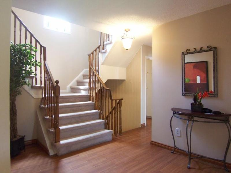 The Foyer - Beautiful, upgraded (new kitchen, newly painted), best location - Oakville - rentals