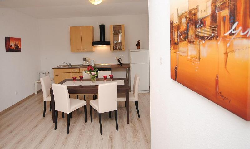 Dining area - Red Sunset spacious apartment for 8 persons - Kastel Stafilic - rentals