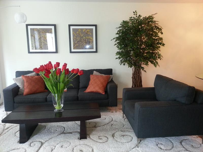 Living Room Area - 2 BR condo central AC*Pool&Spa* near D/T Sunnyvale - Sunnyvale - rentals