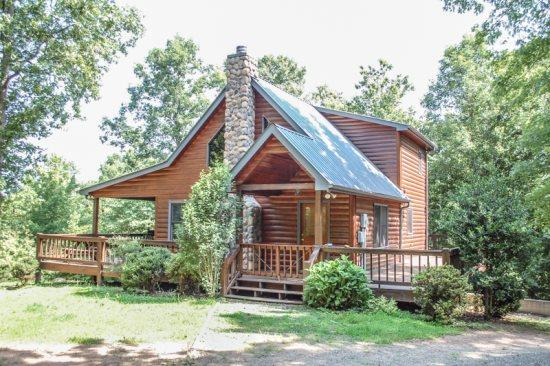 THE LODGE AT SOURMASH RIDGE*~JUST MINUTES FROM WHITEWATER RAFTING!!!~3 BEDROOM~3 BATH~SLEEPS 8~MOUNTAIN VIEW~POOL TABLE~HOT TUB~FIRE PIT~GAS LOGS~GAS GRILL~ONLY $129 A NIGHT!! - Image 1 - Blue Ridge - rentals