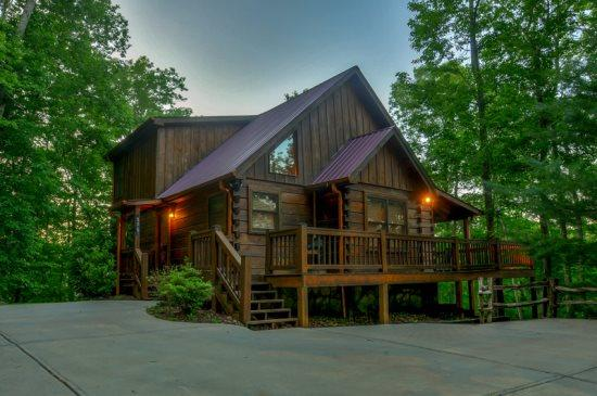 MOON SHADOW OVERLOOK* LUXURY 3 BEDROOM/3 BATHROOM~WIFI~HOT TUB~GAS GRILL~ FOOSBALL TABLE~FLAT SCREEN TV`S IN EACH BEDROOM~OUTDOOR SITTING AREA-$195/NIGHT - Image 1 - Blue Ridge - rentals